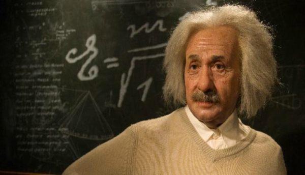 Albert Einstein Quotes in Hindi
